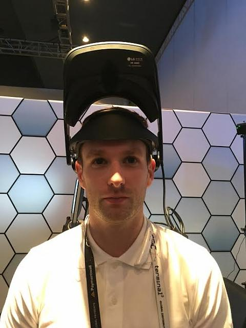 Valve will partner with LG to introduce a new headset.-lg_prototype.jpg