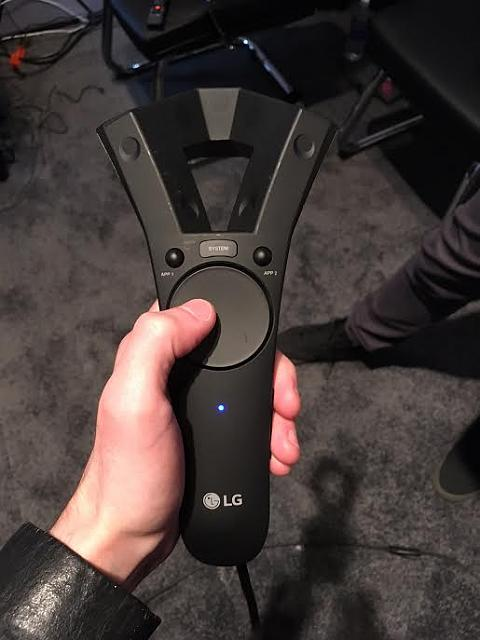 Valve will partner with LG to introduce a new headset.-lg_controller_prototype.jpg