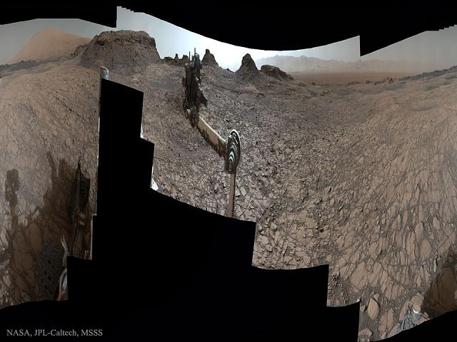 Nasa's mars rover shoots a 360 photo-murraybuttes_curiosity_960.jpg